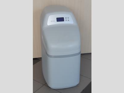 RW12 vízlágyító berendezés beépített gyantaágy fertőtlenítéssel