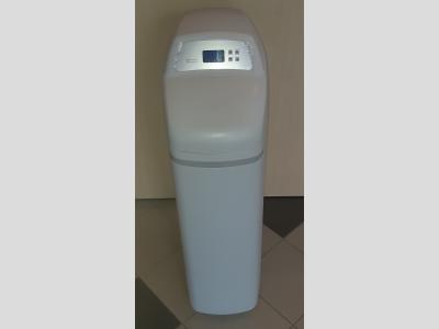 RW25 vízlágyító berendezés beépített gyantaágy fertőtlenítéssel RainWater széria