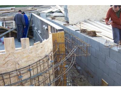 Medence építés folyamatai (Győr)